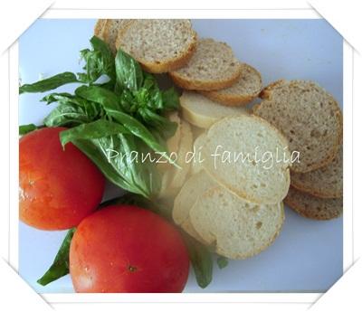 Ingredienti pappa al pomodoro