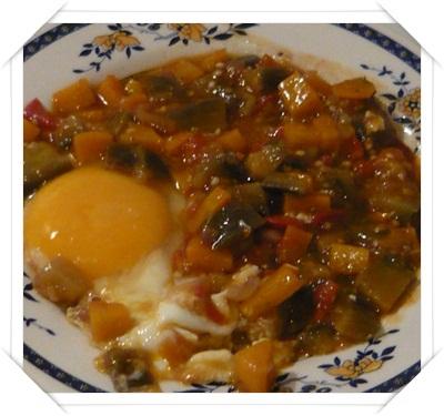 Uovo con verdure in padella